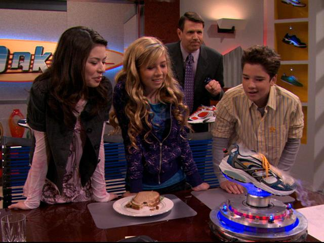 File:Carly Sam Freddie and Techfoots.JPG