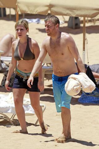 File:Jennette McCurdy Hawaiian Vacation 28329.jpg