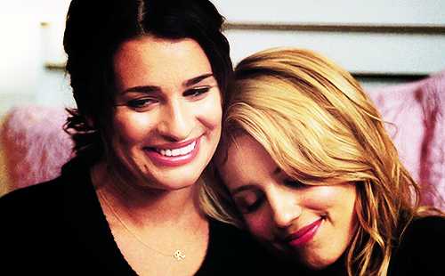 File:Faberry-2X15-lea-michele-and-dianna-agron-19849812-500-310.png