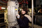 Miranda+Cosgrove+iCarly+Visits+Naval+Submarine+Q4u9SzJQa2nl