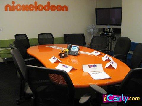 File:Icarlynickconferenceroom.jpg