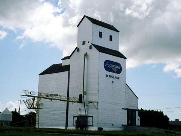 File:Beausejour, Manitoba.jpg