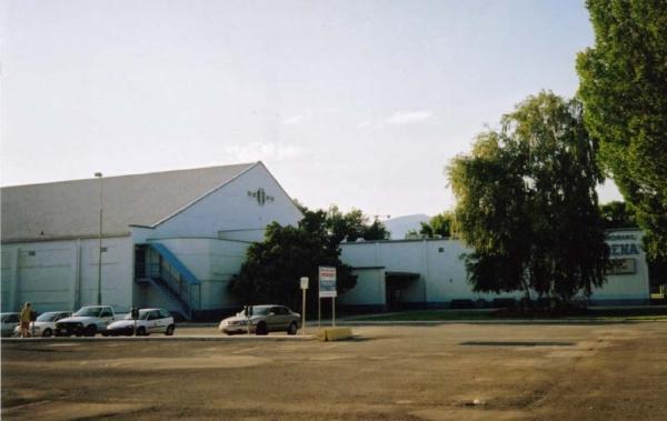 File:Kelowna Memorial Arena.jpg