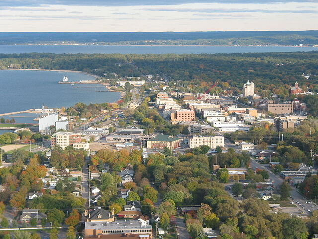 File:Traverse City, Michigan.jpg