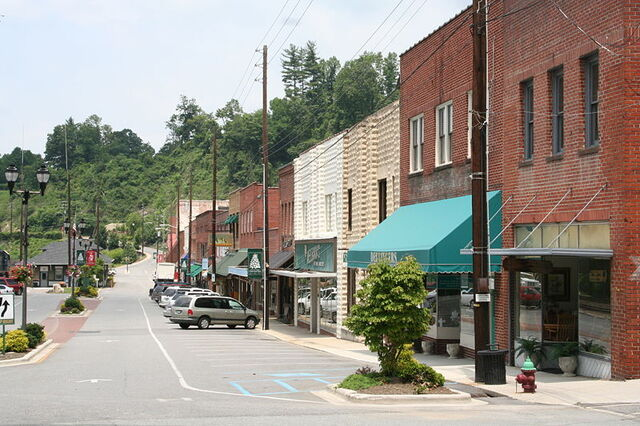 File:Spruce Pine, North Carolina.jpg