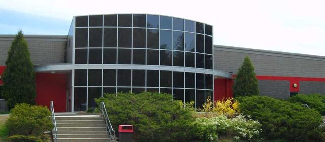 File:Tri-Town Ice Arena.jpg