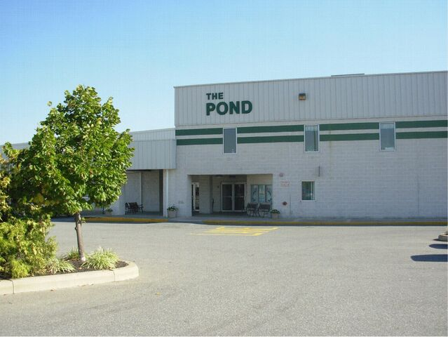 File:Pond Ice Arena.jpg