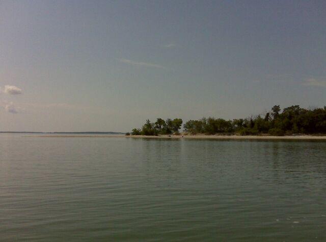 File:Island Lake, Manitoba.jpg