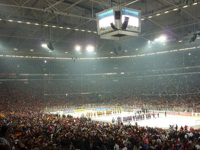 File:Eroeffnungsspiel eishockey wm 2010.jpg