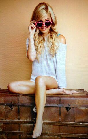 File:Olivia Wearing Pink Heart Sunglasses.jpg
