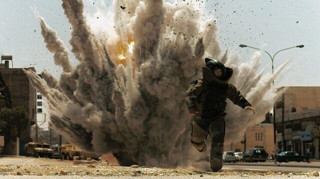File:Jeremy Renner in The Hurt Locker 4.jpg