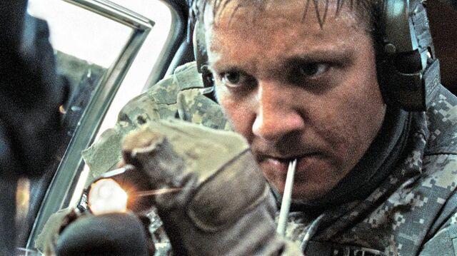 File:Jeremy Renner in The Hurt Locker 3.jpg