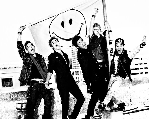 File:Im5-new-photos-of-group.jpg