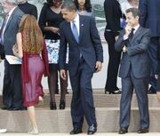 Obama-checking-out-girl-1-