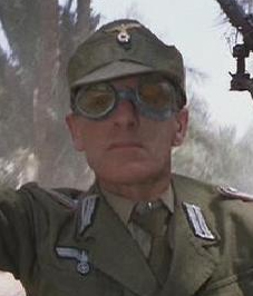 ファイル:Nazi lieutenant.jpg