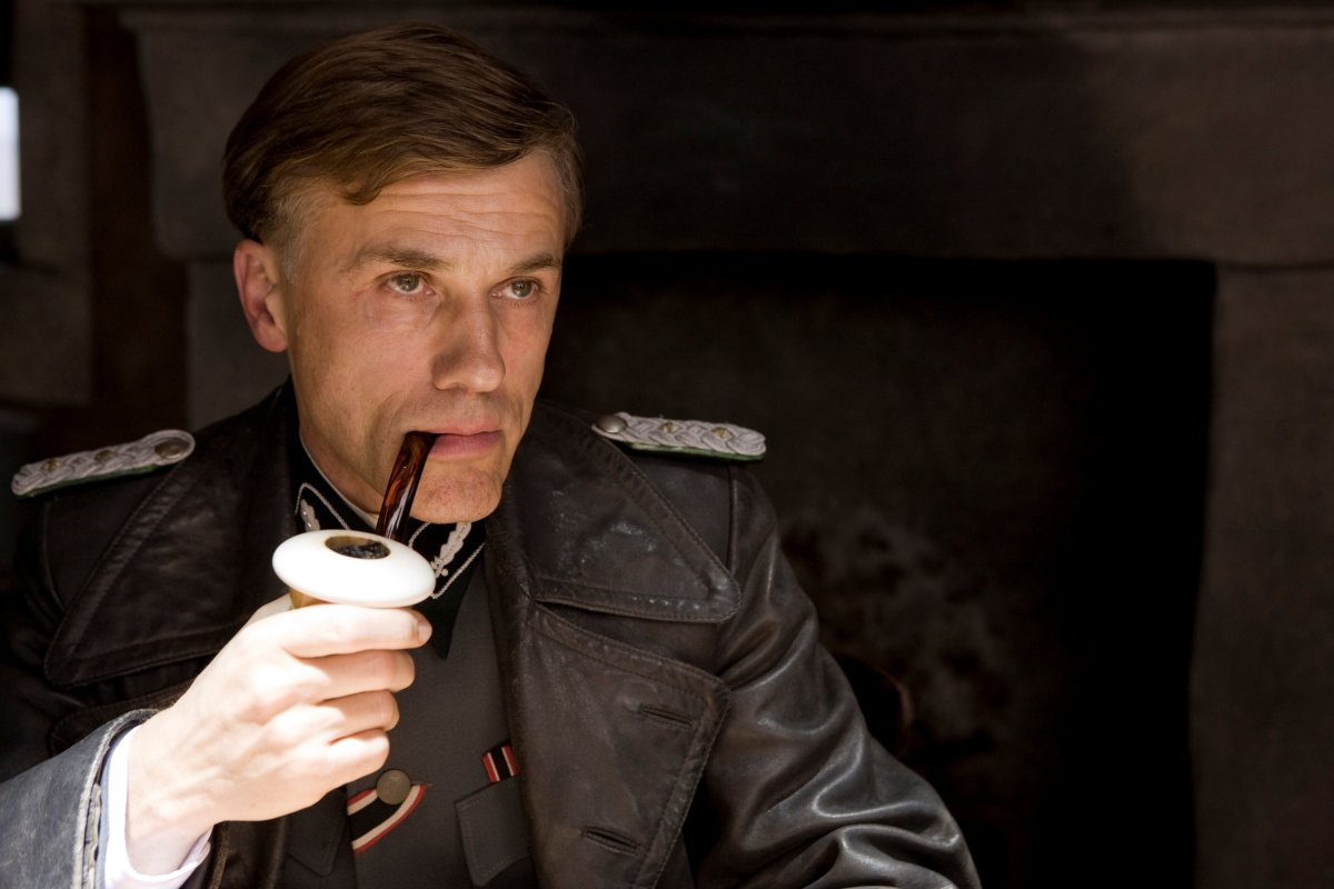 File:Hans Landa with pipe.jpg