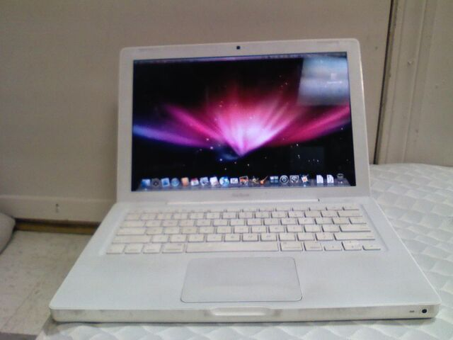 File:MacBook white.jpg