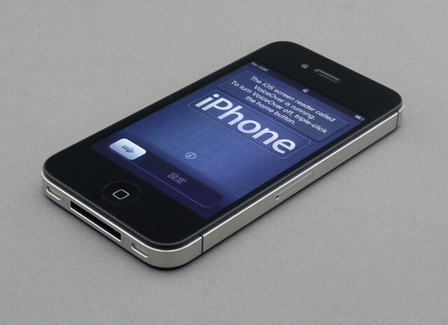 File:IPhone 4S unboxing 17-10-11-1.jpg