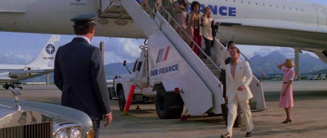 File:Concorde arriving.jpg