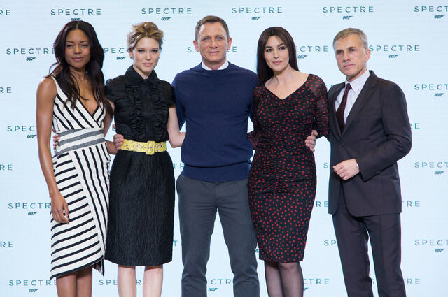 File:Spectre press conference - Craig, Bellucci, Seydoux, Waltz, Harris.jpg
