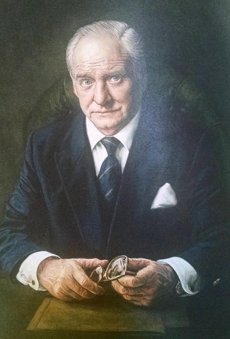 File:M (Bernard Lee) portrait prop (The World is Not Enough).png