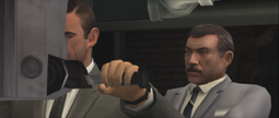 FRWL (game) - Bond and Kerim spy on the consulate