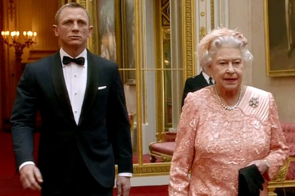 File:Queen-and-bond 287283k.jpg