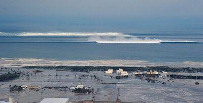 Japan-tsunami-earthquake-photo-stills-001