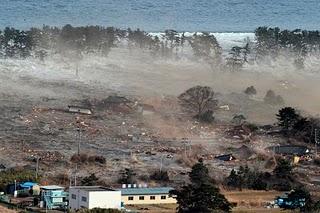 File:Japan-tsunami-earthquake-photo-stills-004.jpg