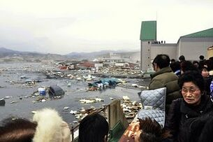 Japan-tsunami-earthquake-photo-stills-007