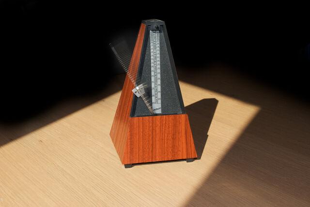 File:Metronome 2-12.jpg