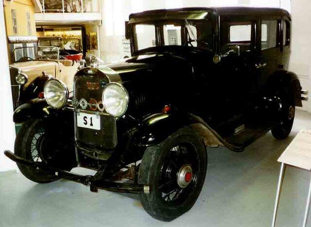 File:Willys Six 4-Door Sedan 1931.jpg