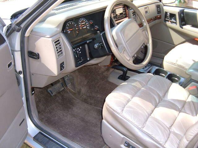File:Jeep Grand Wagoneer 1993 interior.jpg