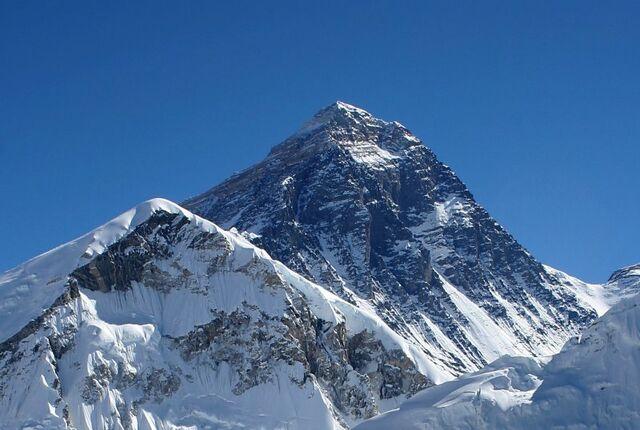 File:Everest kalapatthar crop.jpg