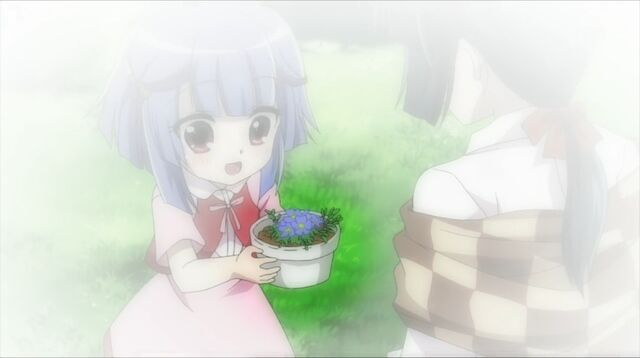 File:Kid Sara recieving flowers from her mother in the past....jpg