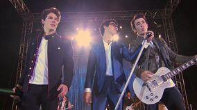 JONAS-LA-Band-of-Brothers-jonas-la-16116680-624-348