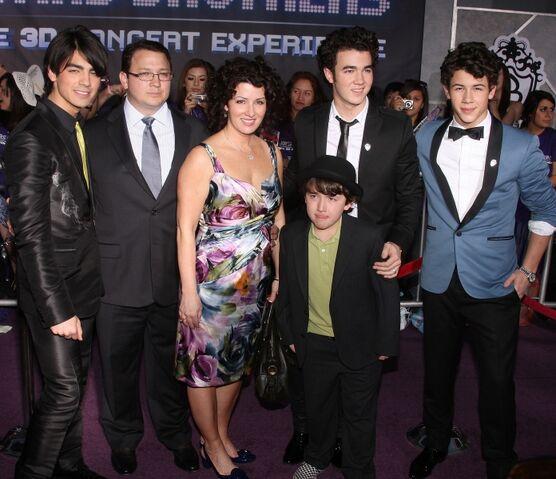 File:Jonas Family.jpg