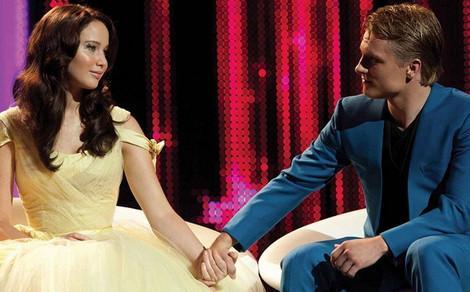 File:Katniss-peeta-capitol-interview.jpg