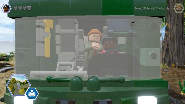 File:LEGO Jurassic World Fleetwood RV Mobile Lab Kelly & Sarah Main RV MlWA77ynolUfaPf1FT.jpg
