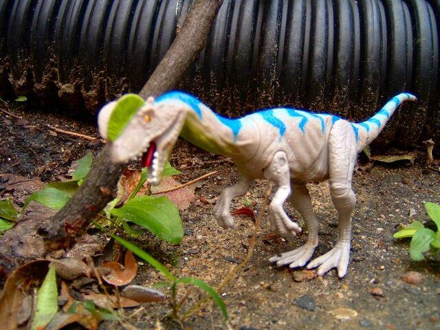 File:Dilophosaurusspitter.jpg