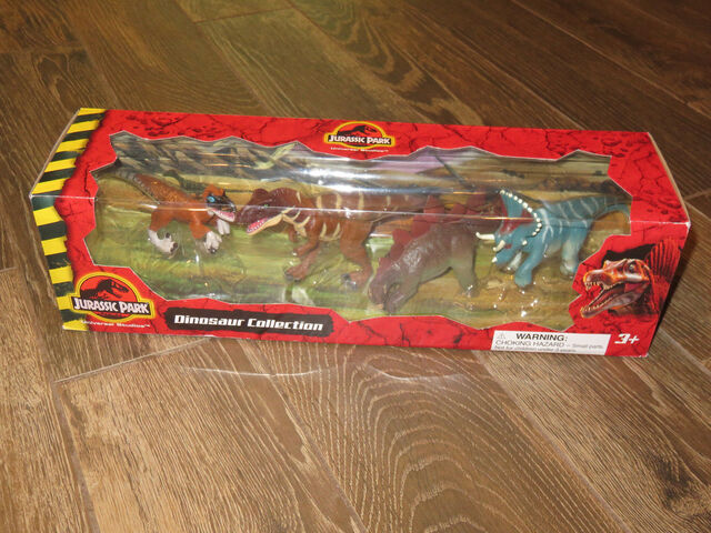File:NEW Universal Studios Jurassic Park Dinosaur Collection - 4 Figures toy playset.jpg