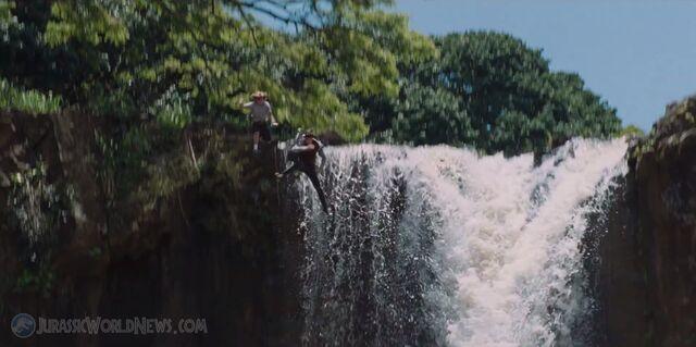 File:Jurassicworld-movie-trailer-screencap-49.jpg