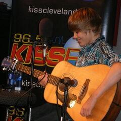 Justin Bieber hit the KISS FM/VERIZON WIRELESS Performance Studio on 6/25/09.