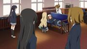 Yui sick in the clubroom