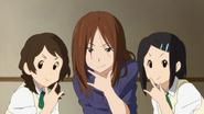 Sawako posing with her fans