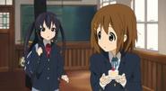 Azusa wants cake secretly