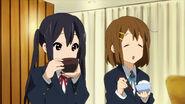 Azusa & Yui at Ritsu's