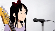 Mio winking (K-ON!! ED 1)