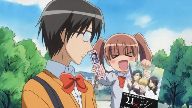 File:Sakura talking about uxmishi's concert.jpg