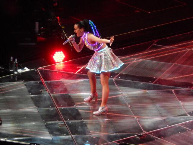 File:Katy Perry MSG 2.jpg